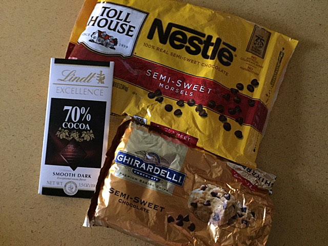 Chocolate chips and bar of premium chocolate